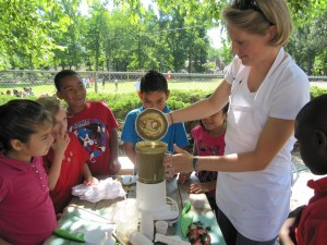 Nutritionist Becca Wright makes green smoothies with kids